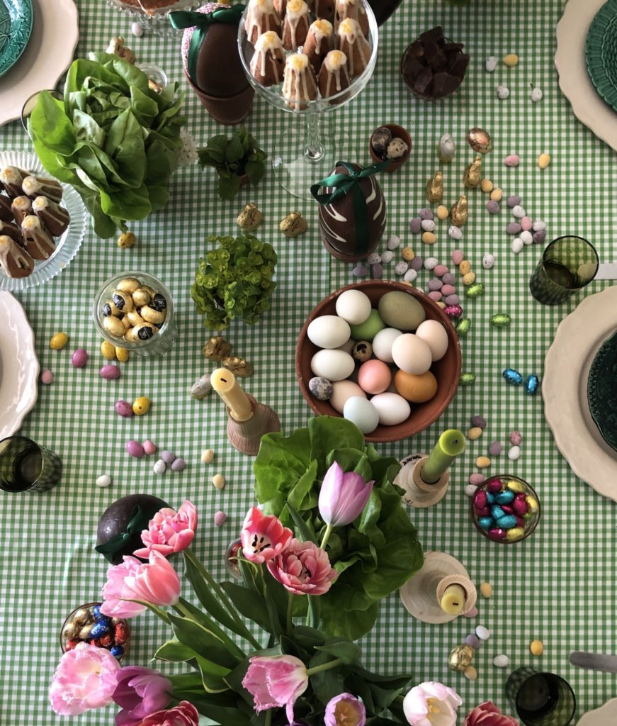 Pascale Smets' Easter table decorated with chocolate and sweets
